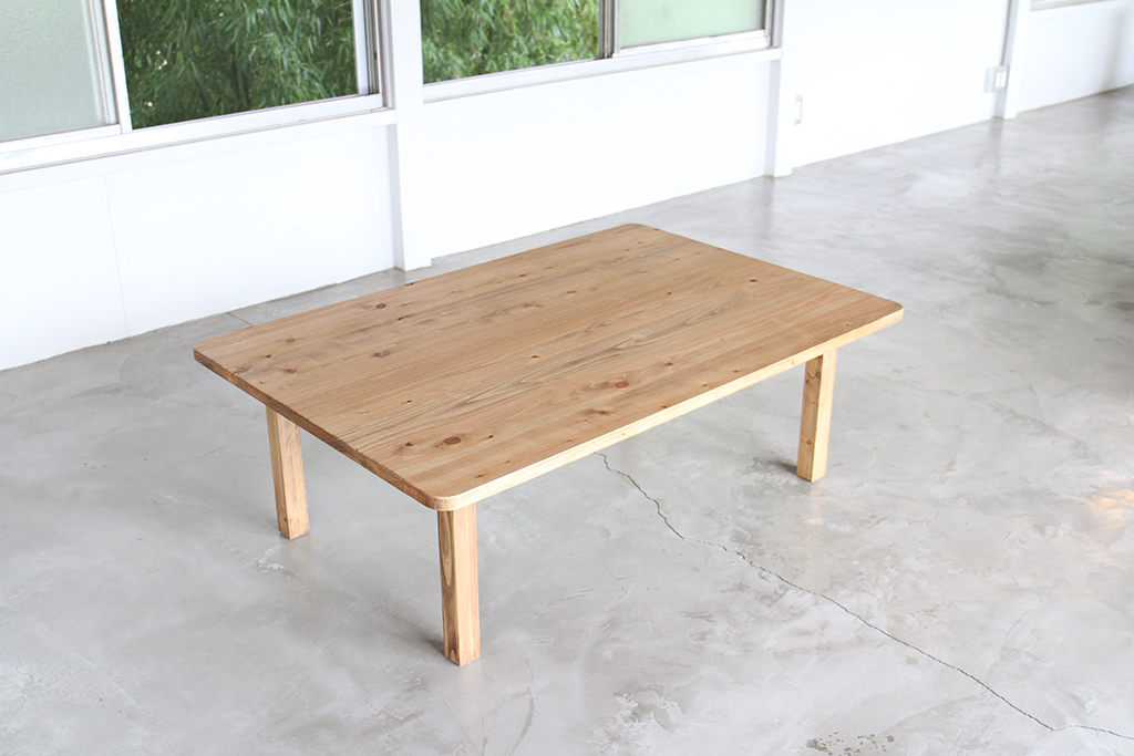 埼玉県所沢市の木のおもちゃとオーダー家具の制作をしている家具工房okaikosanのシンプルなヒノキのちゃぶ台の画像