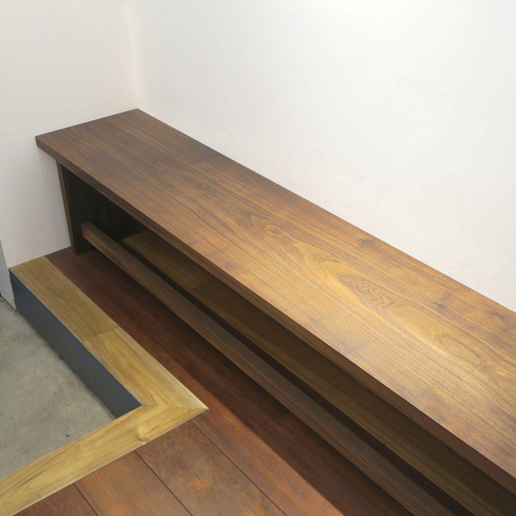 埼玉県所沢市の家具工房okaikosanのウォールナットの無垢材のベンチの制作事例の画像