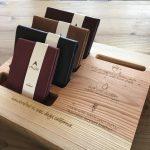 nomadicsの財布のブランドmule standのディスプレイの什器の画像